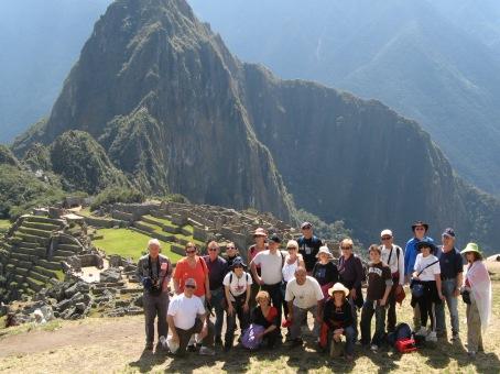 טיול מאורגן לדרום אמריקה בראש אחר יולי 2007 בהדרכת איציק ידגר, הקבוצה במאצ'ו פיצ'ו- פרו
