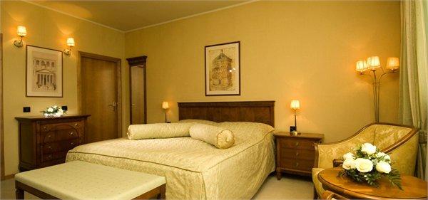 BONAVIA מלון רייקה