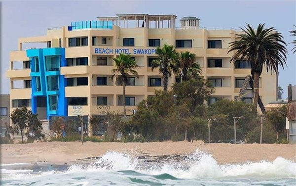 BEACH HOTEL  מלון  סווקופמונד